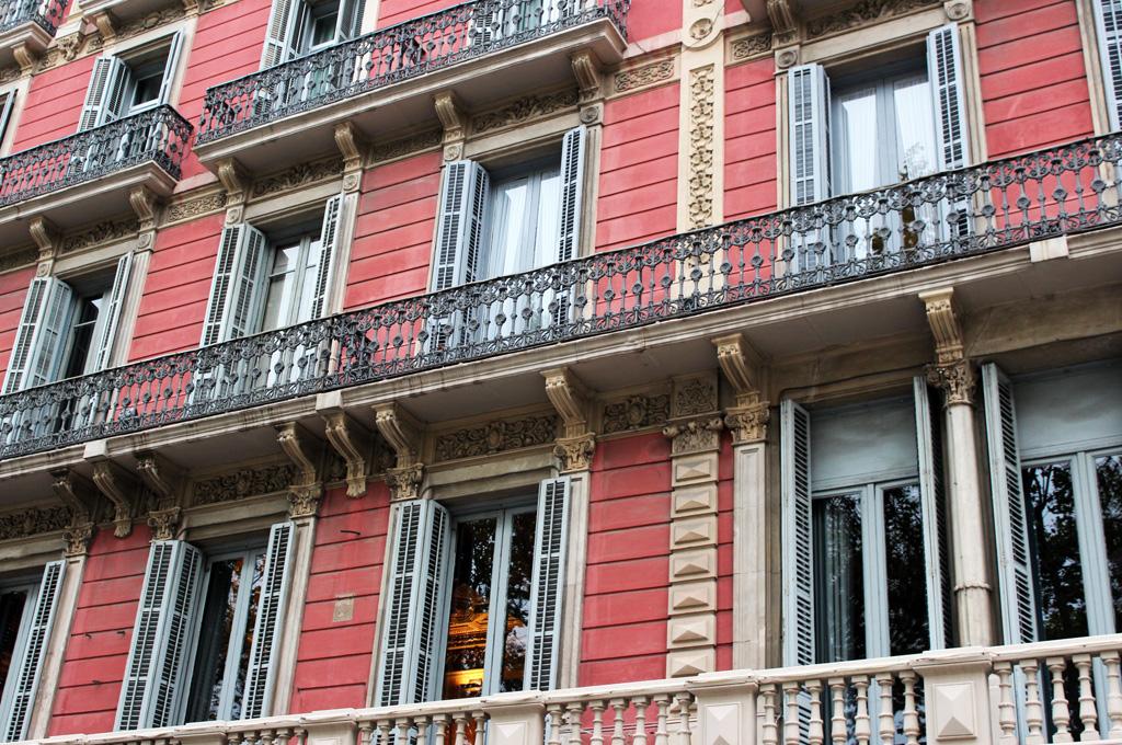 h10 catalunya plaza hotel barcelona secret wardrobe. Black Bedroom Furniture Sets. Home Design Ideas