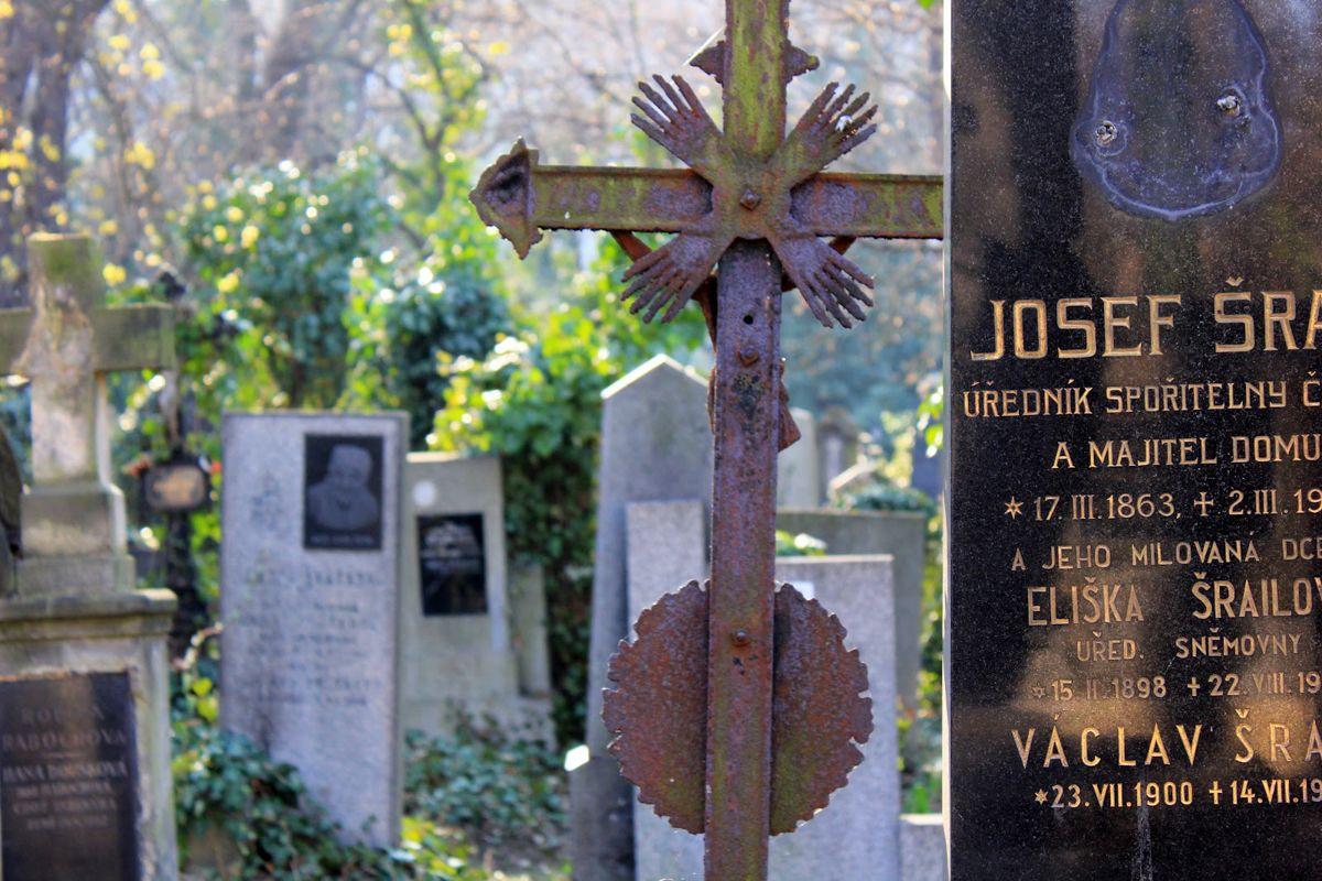 Olsany-Cemetery-5