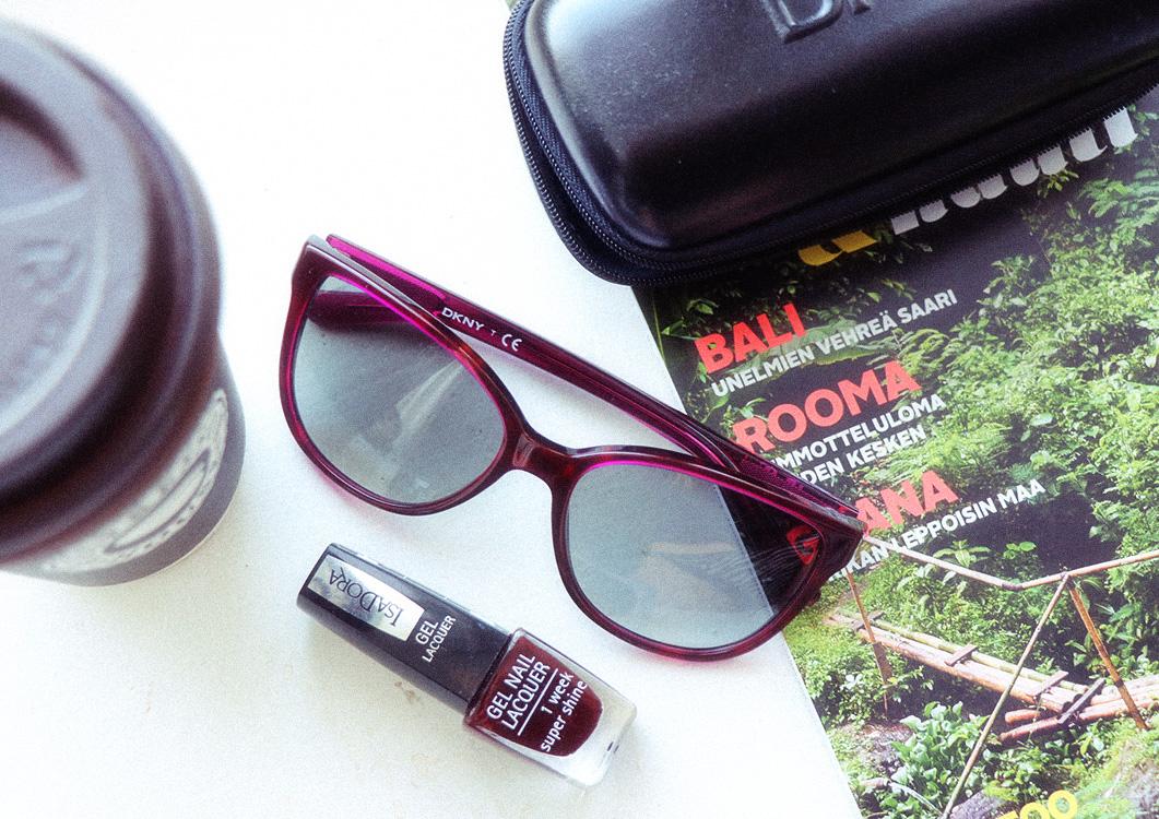 DKNY n viininpunaiset aurinkolasit + arvonta!  d73d7935ea