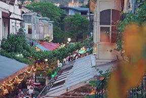 Tbilisi – illallinen viiniköynnösten katveessa