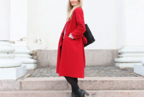 Punainen takki ja raitapaita