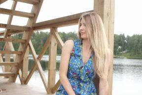 Sinisessä mekossa